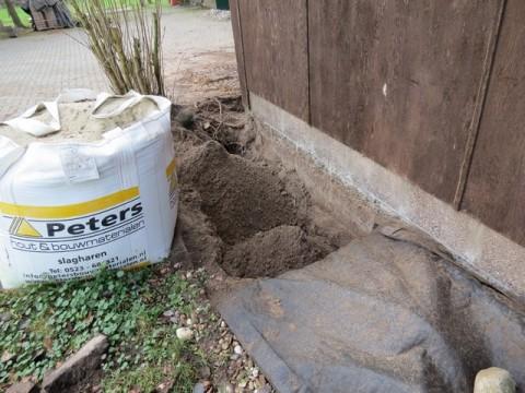 aansluiting van waterleiding aan voorkant schuur